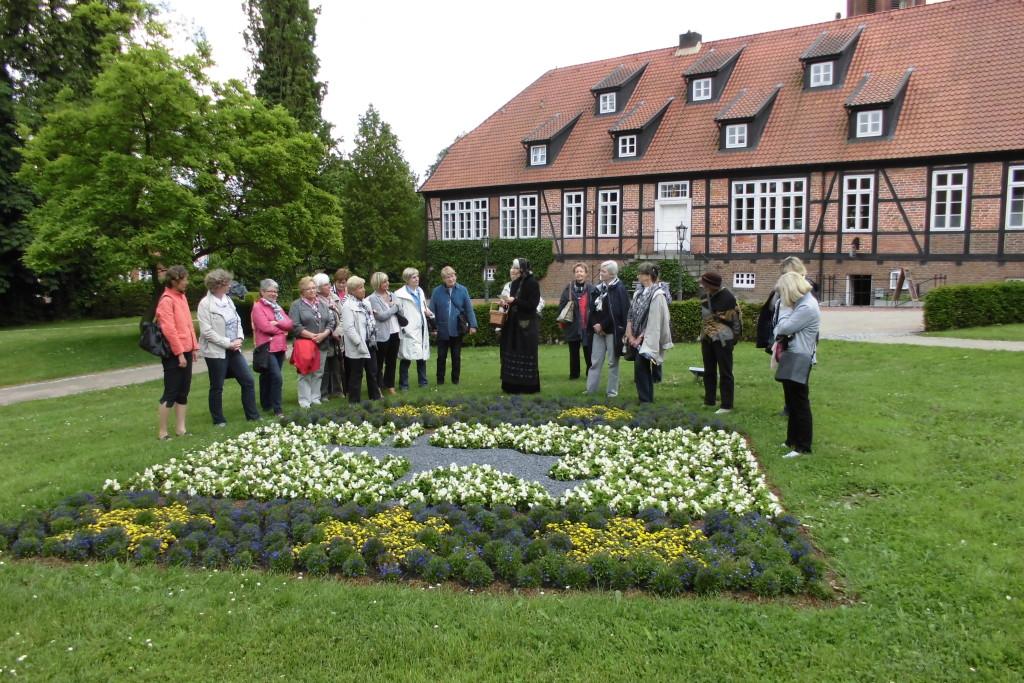 Frauen Union besucht den Klosterpark in Harsefeld